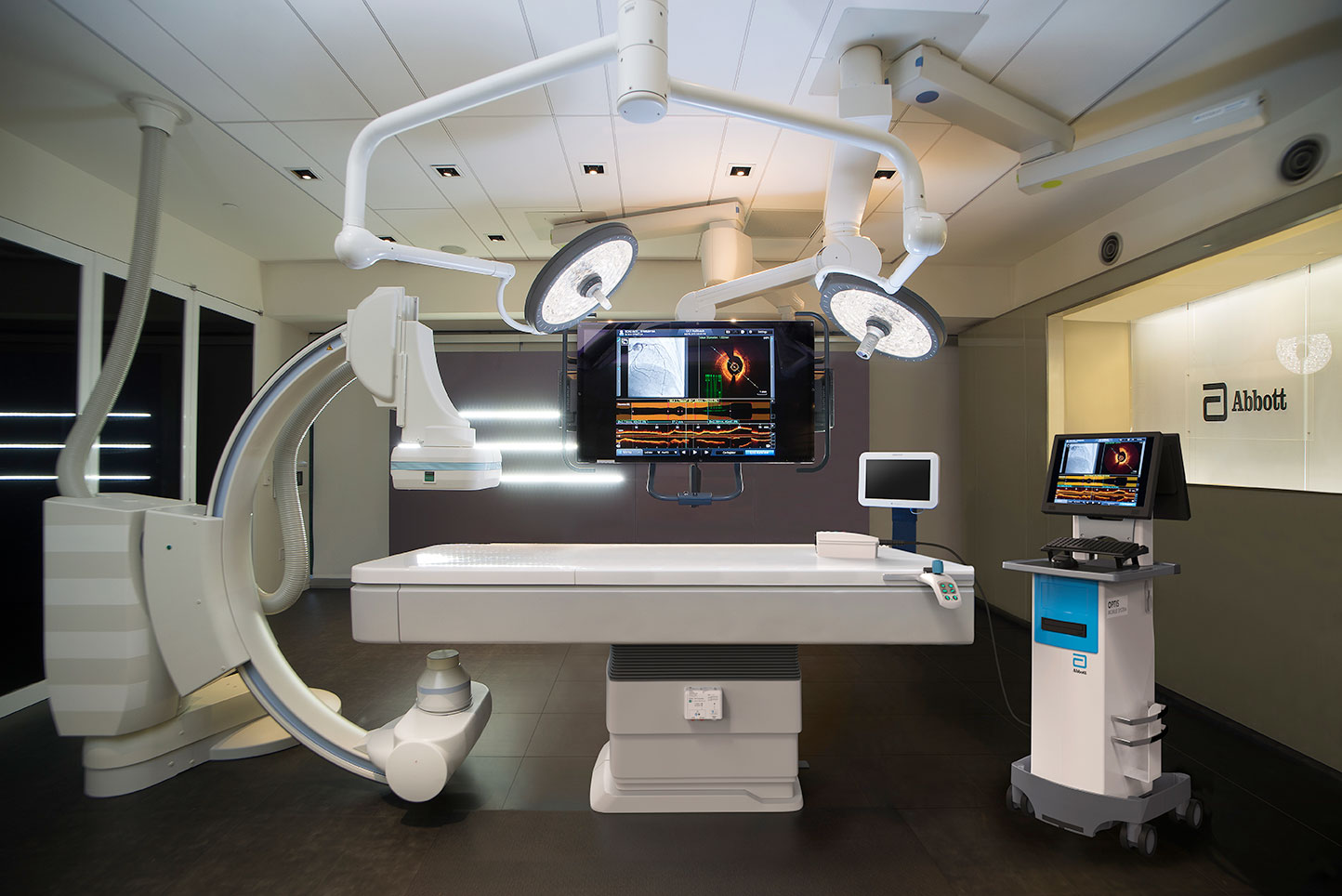 OPTIS Mobile System can be used in multiple cath labs for cath lab OCT intravascular imaging.